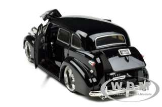 1939 CHEVROLET MASTER DELUXE BLACK 124 DIECAST MODEL CAR BY JADA