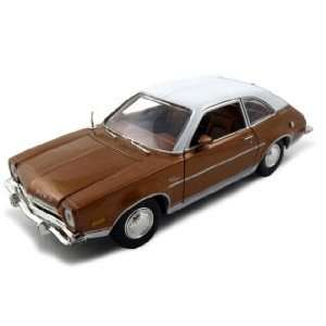 Diecast Car Model 1/24 Gold Die Cast Car by Motormax Toys & Games